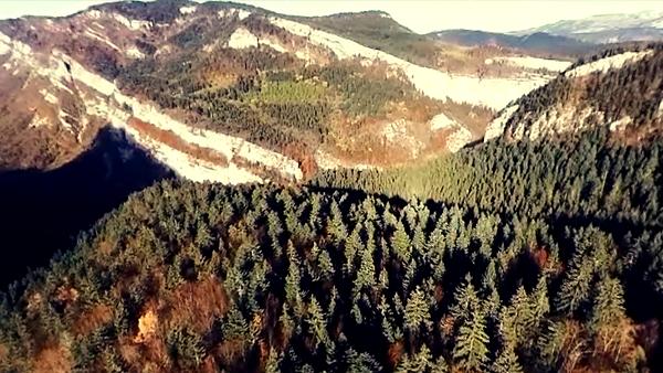 Les Alpes françaises, vue du ciel (drone).